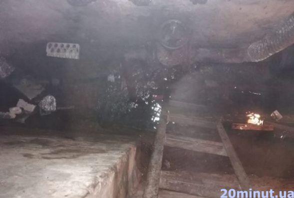 На Стрілецькій прорвало трубу. Протягом чотирьох годин затоплює будинок