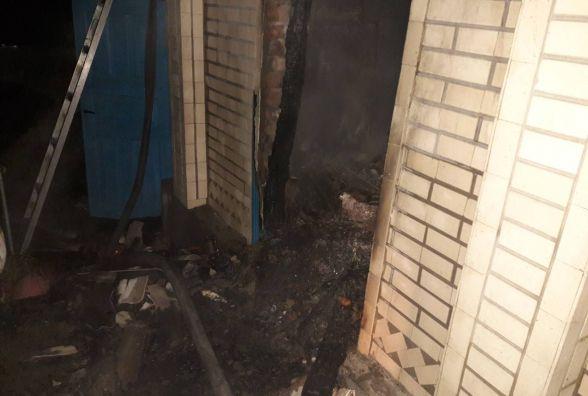 Через коротке замкнення згоріла літня кухня в будинку. Гасили більше години
