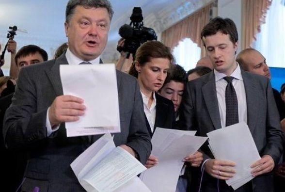 Щедрий подарунок: Порошенко подарував синові мільйон гривень і частину будинку