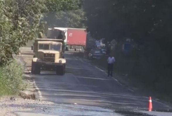 На Вінниччині на дорогу розлилося десять тонн мазуту