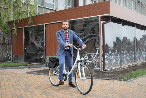 «Залізні коні» для міської ради. Чому чиновникам роздаватимуть велосипеди?