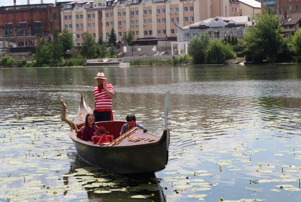 Флотилія гондол і РАЦС на воді. Як підприємець робить Венецію у Вінниці