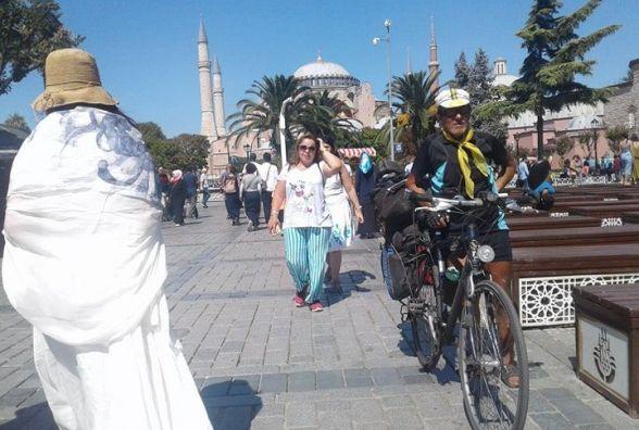 «На день народження був у Стамбулі. Уже проїхав  2,5 тисячі кілометрів.  Це половина дороги»