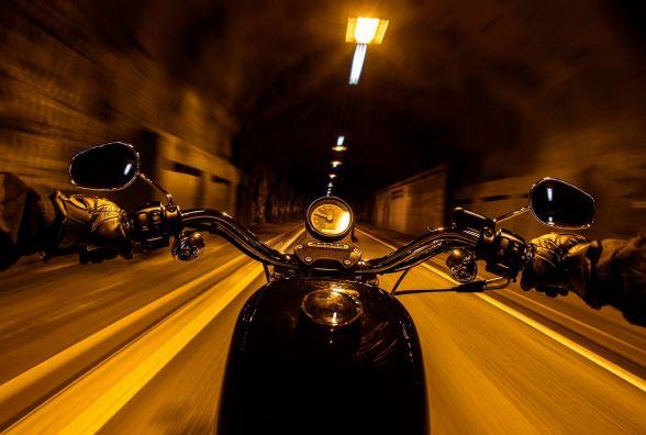 Заборонити мотоциклам ганяти по місту вночі: петиція зібрала 356 голосів та отримала відповідь