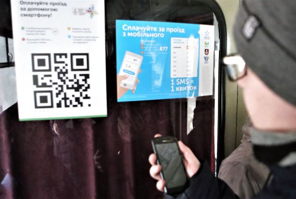 Не «Київстаром» єдиним. Плату SMS-ками за проїзд запустили ще два оператори