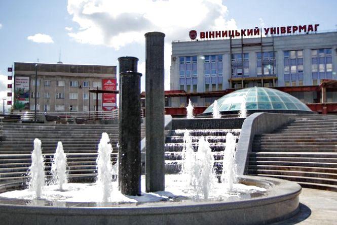 У Вінницькому універмазі проходить фестиваль творчості «Святковий час».