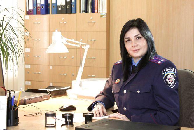 Чому жінки вдягають міліцейську форму?