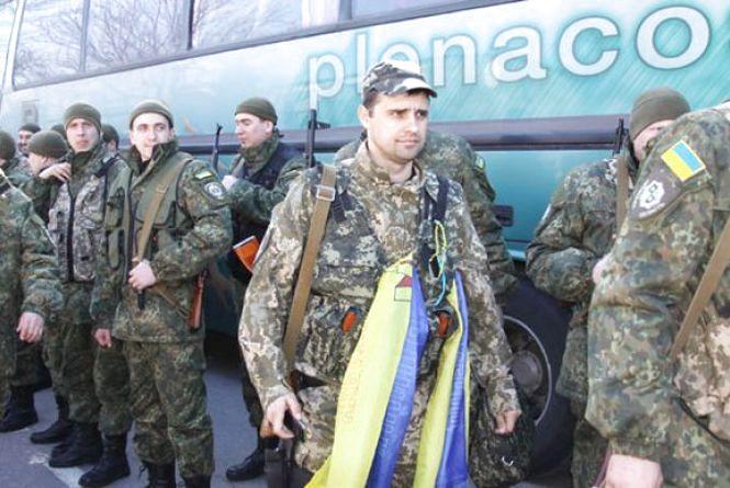 170 міліціонерів та спецпризначенців з АТО вінничани зустрічали короваєм
