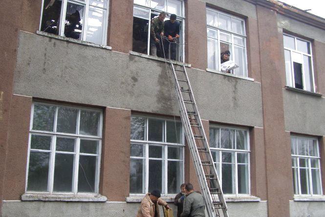 Через блискавку загорілася школа, а в сусідніх будинках розплавилися  супутникові антени