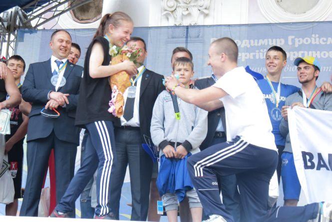 На «Workout Fest» спортсмен запропонував дівчині вийти за нього заміж
