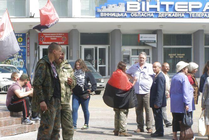 """Що розказує людям про Мукачеве вінницький """"Правий сектор"""""""