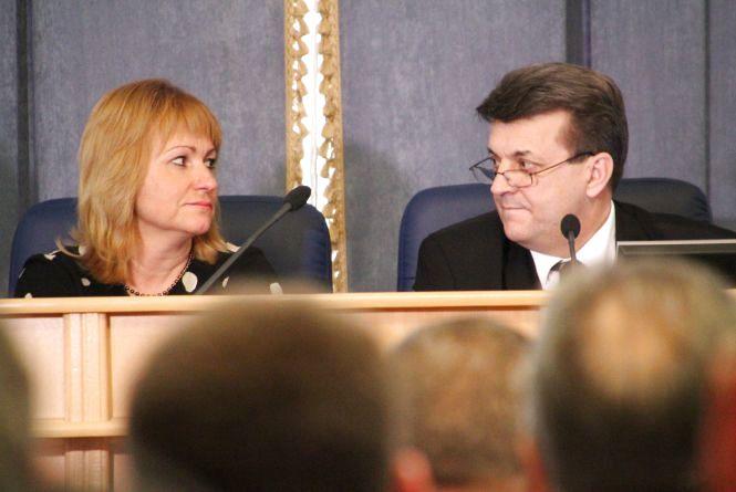 Зарплату голови облради депутати рахували кілька годин
