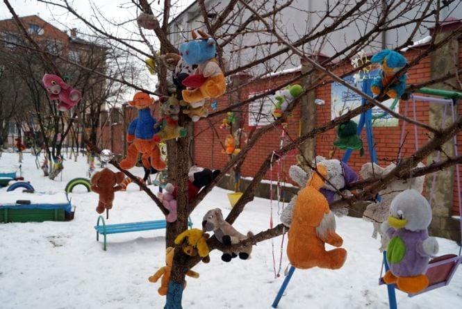 Іграшково-моторошний двір на Станіславського з добрим «управдомом»