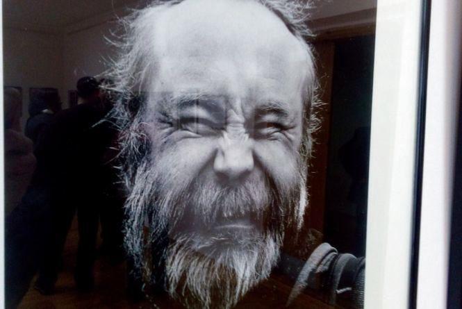 """У Технічному університеті показують """"депресивні"""" портрети"""