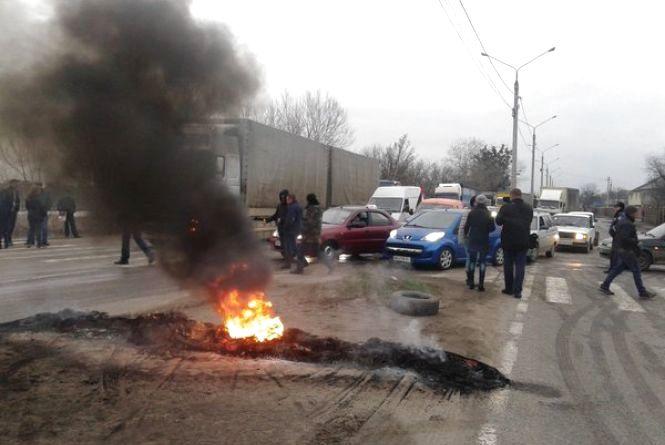 Автомайданівці перекрили дорогу на Київ (ТВІТТЕР-РЕПОРТАЖ)