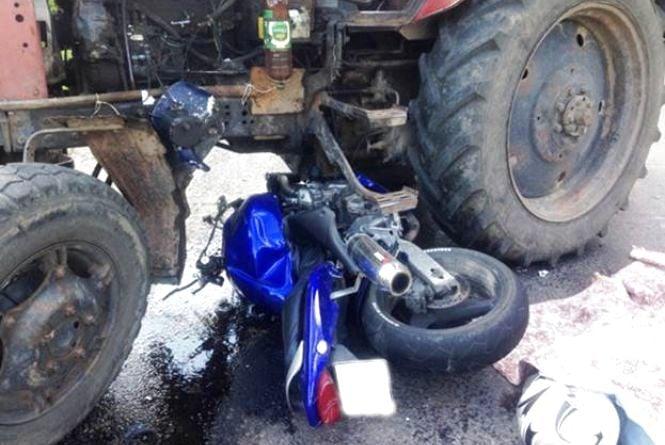 Смертельна ДТП біля Гнівані: мотоцикліст влетів в трактор (ФОТО)