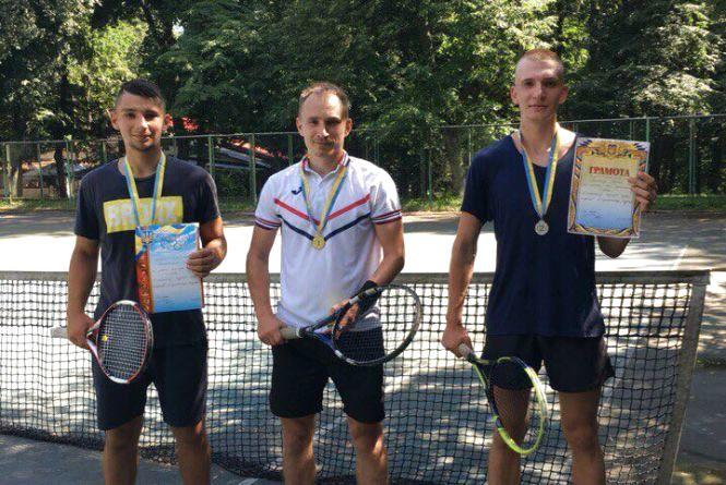 Тенісисти Бершаді на відкритому турнірі поступилися вінничанину