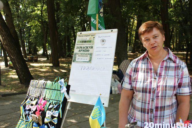 На День Вінниці не забули про АТО: вінничани завзято плели камуфляжні сітки у парку