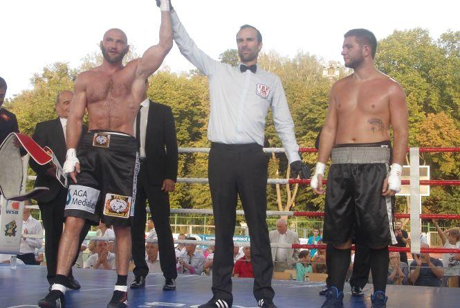 Роман Головащенко міг виграти бій за титул на кілька раундів раніше, але хотів порадувати глядачів нокаутом