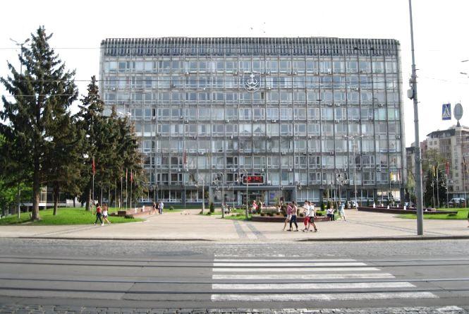 Вінничани пропонують розфарбувати будівлю міської ради. Вже є приклади