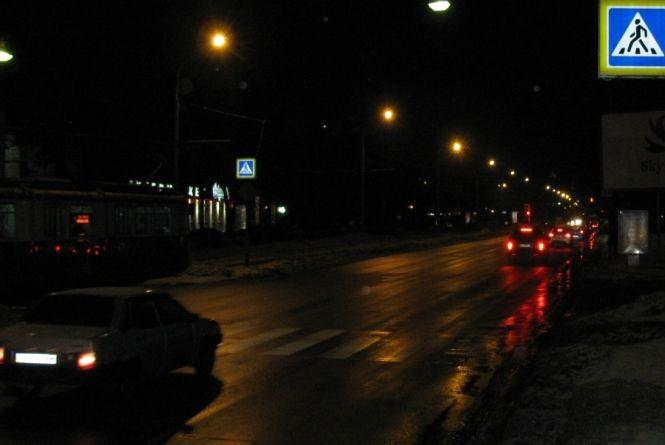 Водії не бачать пішоходів. У Вінниці підсвічують «зебри» лише там, де ремонт