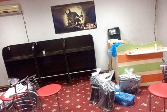Охоронець підпільного казино Ладижина відмовився давати покази правоохоронцям