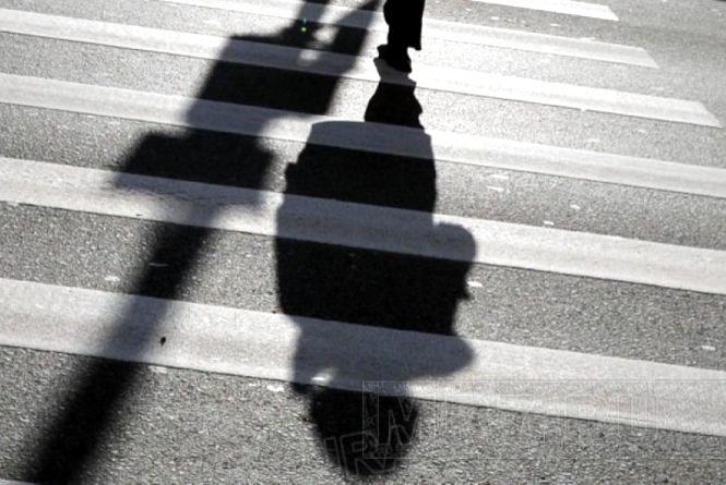 У Літині на пішохідному переході легковик збив молоду жінку