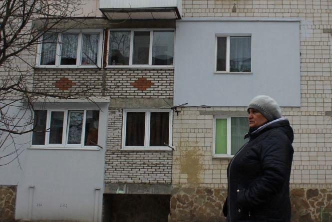 На Станіславського «сусідські війни» через балкони та зрубане дерево