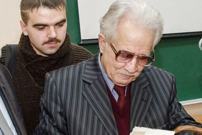 Боєць з позивним «Оса» зізнався у… крадіжці патріотичної книжки
