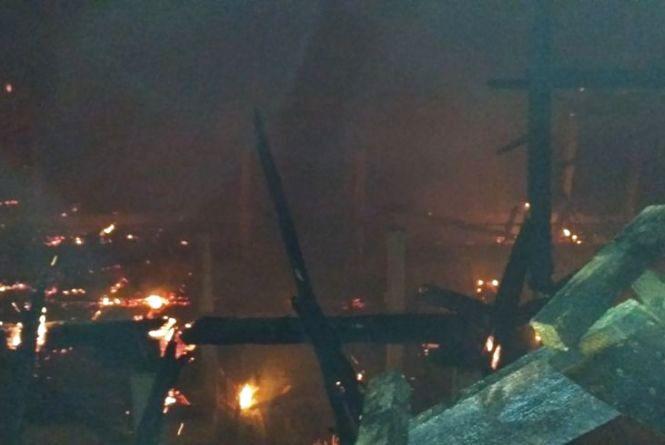 У Бершадському районі хтось підпалив приміщення ферми. ФОТО