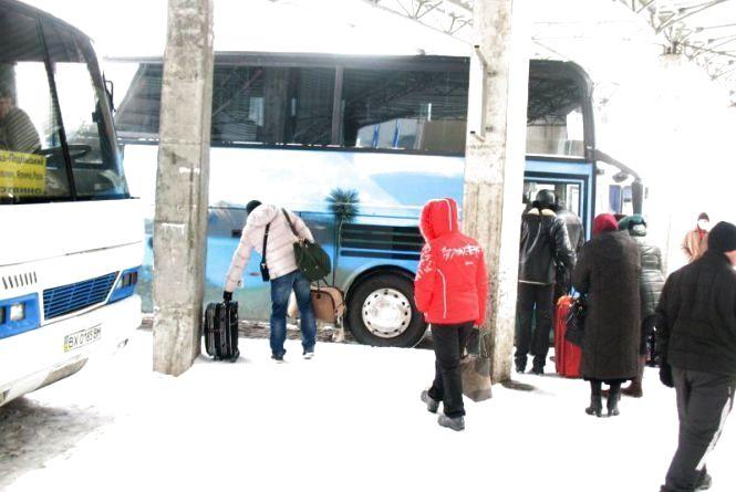 Через хуртовину на автовокзалах скасовують автобусні рейси. Під загрозою усі напрямки