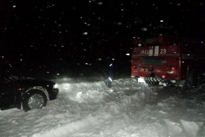 Минулої доби на Вінниччині до пастки снігу потрапило 17 водіїв