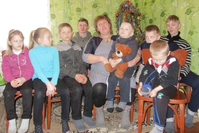 Залишив дома 9 дітей і добровольцем пішов на фронт - воїну подарували будинок
