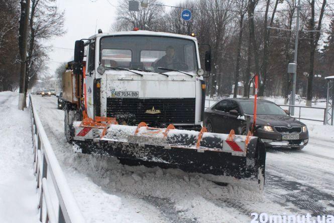 Засніжена Вінниця: як комунальники розчищають місто від снігу