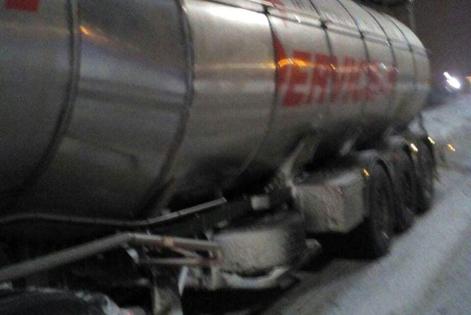 У Вінниці патрульні затримали автоцистерну зі спиртом. ФОТО