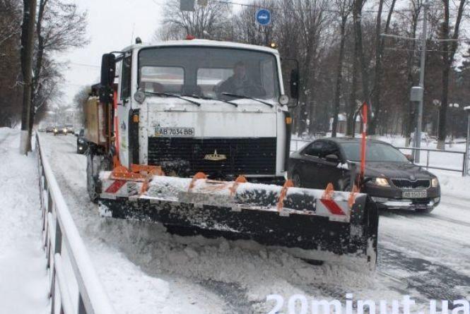 Чи добре комунальники прибирають дороги і тротуари від снігу?