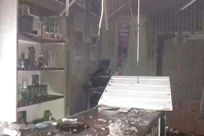 Три пожежні машини гасили аптеку на вулиці Соловйова (ФОТО)