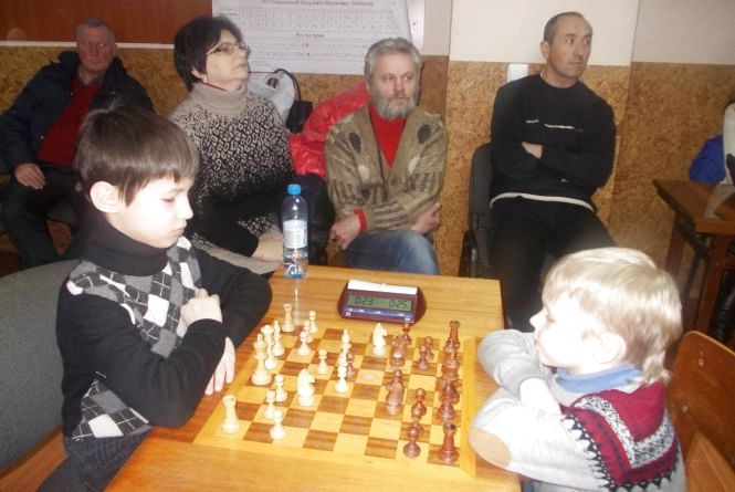 Першокласник школи № 21 переміг у шахи на турнірі «Різдвяне Мукачево»