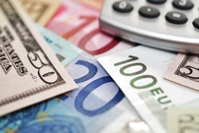 Сьогодні у Вінниці на чорному ринку  долари продають за 28,86 гривень