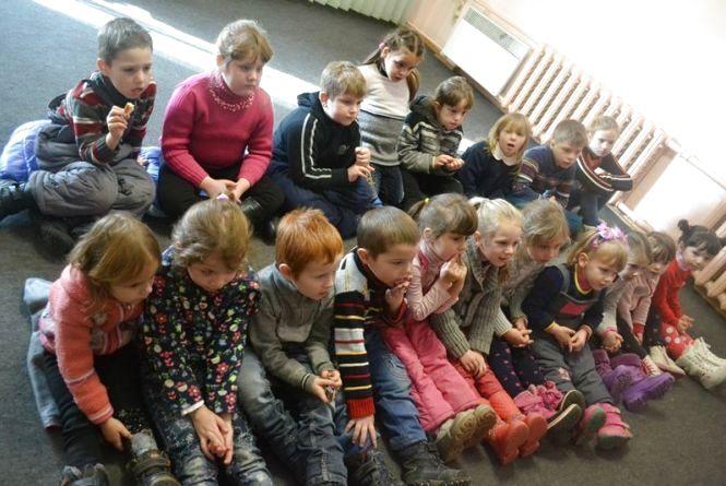 У Вінниці діти, в яких війна забрала дитинство, отримали різдвяні подарунки (ФОТО)