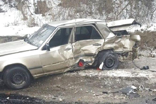 Не тверезе ДТП у Немирові: не розминувся маршрутка та легковик. Фото з місця події