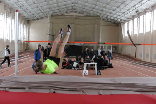 15-річна вінничанка Олена Жмур стрибає найвище за всіх у світі