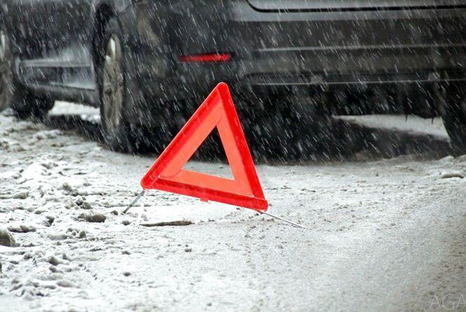 На Тернопільщині «Hyundai Santa Fe» з вінничанами врізався в огорожу розділу смуг