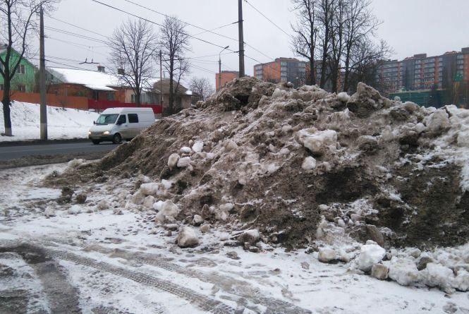 Муніципальна поліція: сніг на Бригантині мають прибрати до вечора (ОНОВЛЕНО)