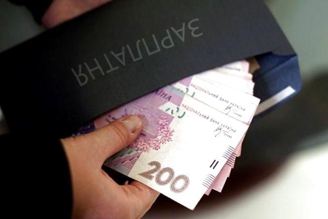 Почалось: бізнесменів Вінниччини зловили з зарплатою «в конверті»