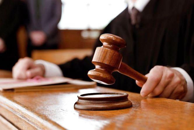 «Спритний злочинець» пограбував вінничанку, коли суддя слухав його справу