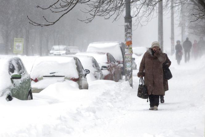 Синоптичні напої: на українців чекає коктейль із снігу, ожеледиці та морозу