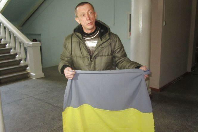 Кіборгу дали три роки тюрми - звинуватили за крадіжку прапора