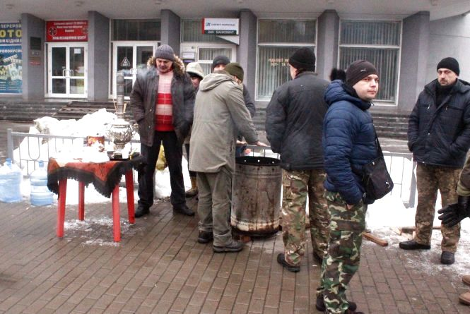 Вінничани збирають допомогу Авдіївці та українським солдатам. Куди приносити?