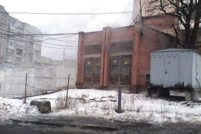 Біля залізничного вокзалу згорів трансформатор. Магазини і прилеглі будинки без світла